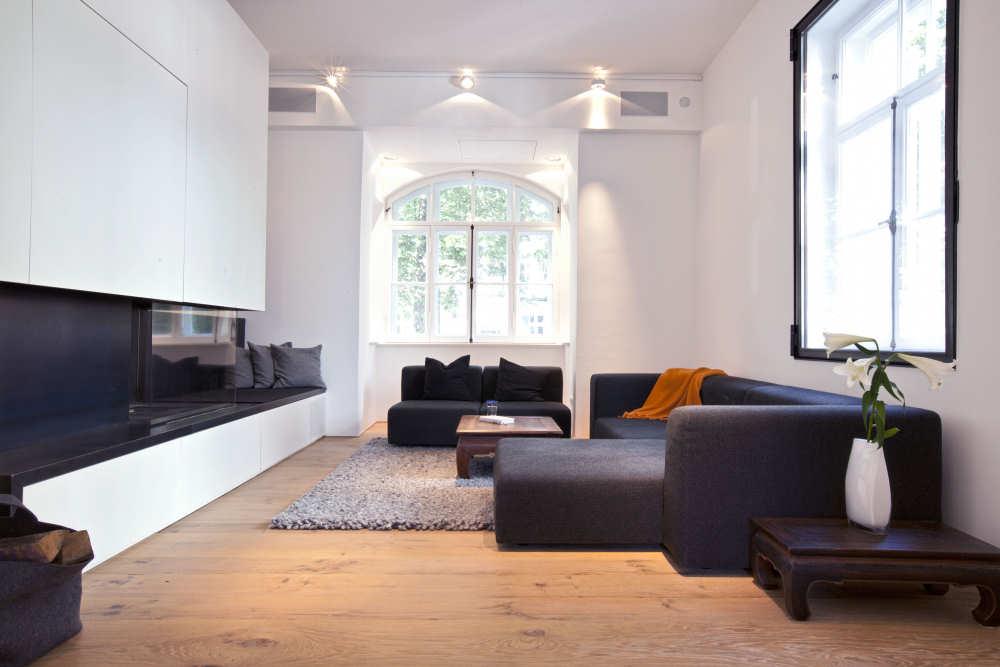 Wohnzimmer mit unsichtbaren Heimkino