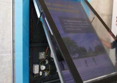 Digitaler Infopoint Bahn Unterführung