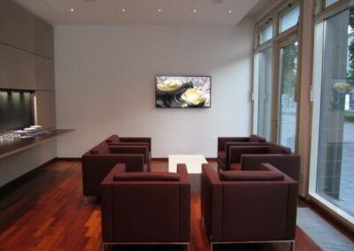 Lounge Digital Signage easescreen Beiten Burkhardt