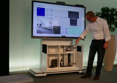 fahrbare Monitorstele Holzmedia
